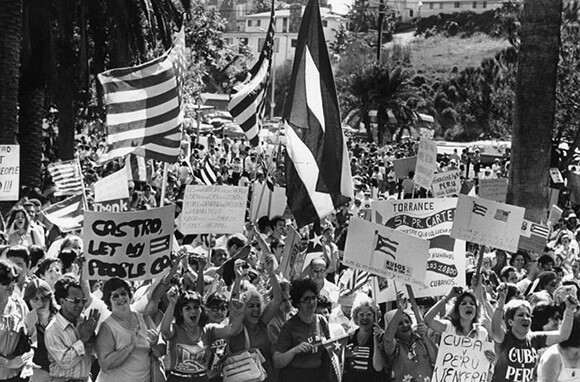 Protesters send Castro a message: 'Let my people go', 1980 photo by Dean Musgrove.   Los Angeles Public Library Herald-Examiner Collection