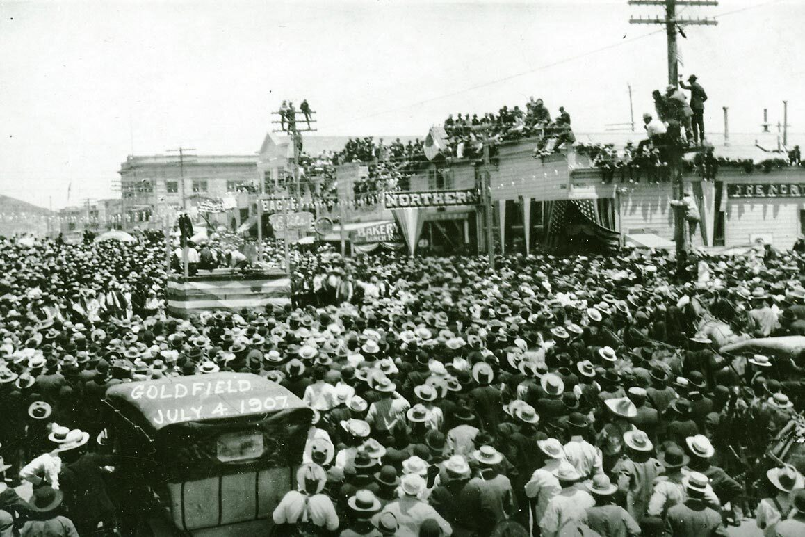 Fourth of July Celebration in Goldfield, Nevada, 1907 (photographer unknown). The Northern Saloon is seen in the center of the image. | Courtesy of University of Nevada, Reno, Special Collections.