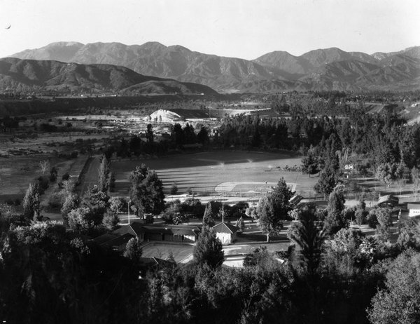 Aerial view of the White Sox' Pasadena spring training camp with the Rose Bowl in the background. Courtesy of the Photo Collection, Los Angeles Public Library.
