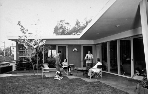 Choy Residence <br /> © J. Paul GettyTrust. Used with permission. Julius Shulman Photography Archive, Research Library at the Getty Research Institute (2004.R.10)