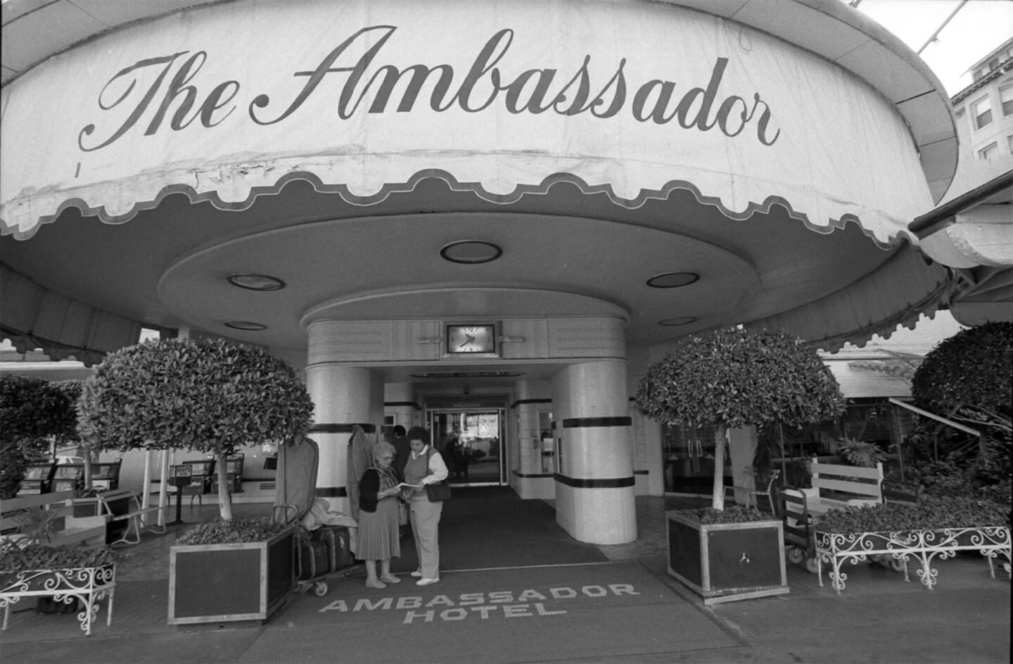 The Ambassador Hotel's main entrance in 1989, just prior to its closing
