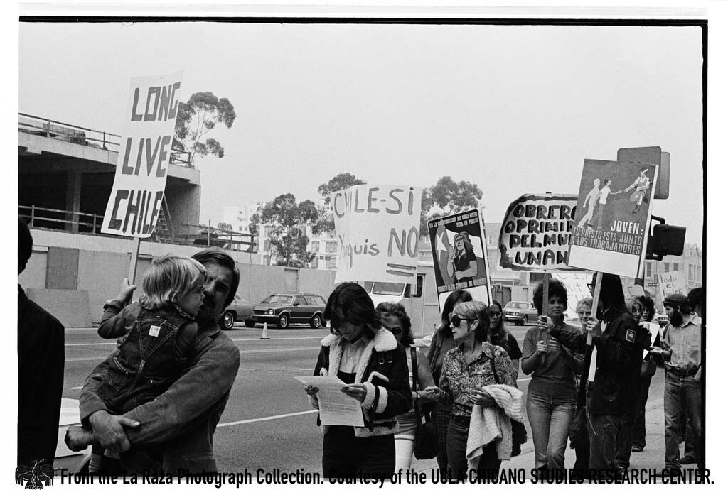 CSRC_LaRaza_B15F11C1_PA_030 Protesters at a demonstration against the Chilean  coup d'état outside of the L.A. Federal Building | Pedro Arias, La Raza photograph collection. Courtesy of UCLA Chicano Studies Research Center