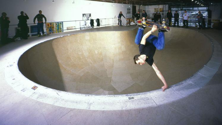 Session the Bowl, Deitch Projects, New York, 2003 | Courtesy of Jeffrey Deitch