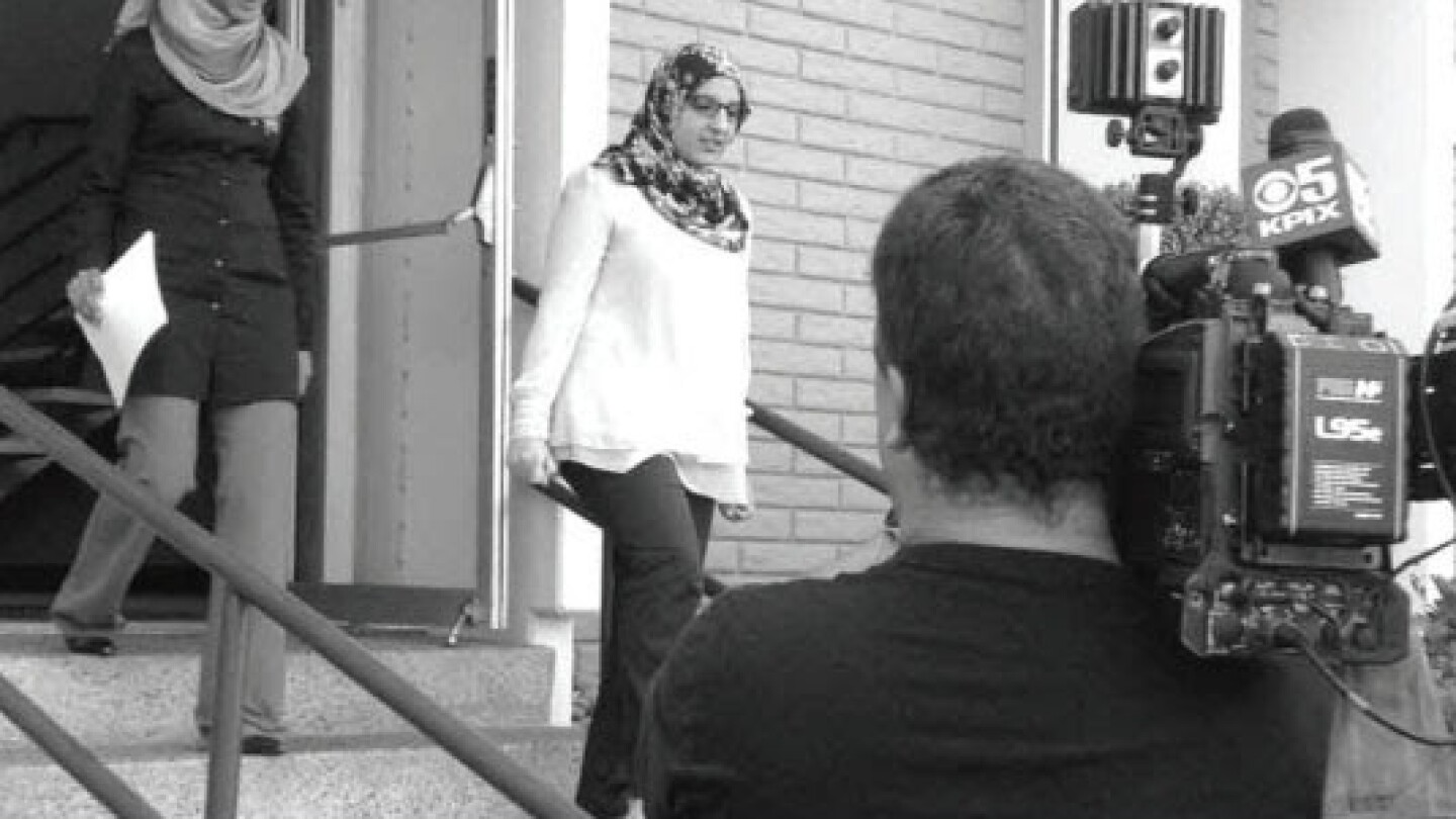 Despite a 2012 California law prohibiting religious discrimination in the workplace, many Muslims described instances of a hostile work environment because of their faith. This photo appears in CAIR's report. | Photo: CAIR