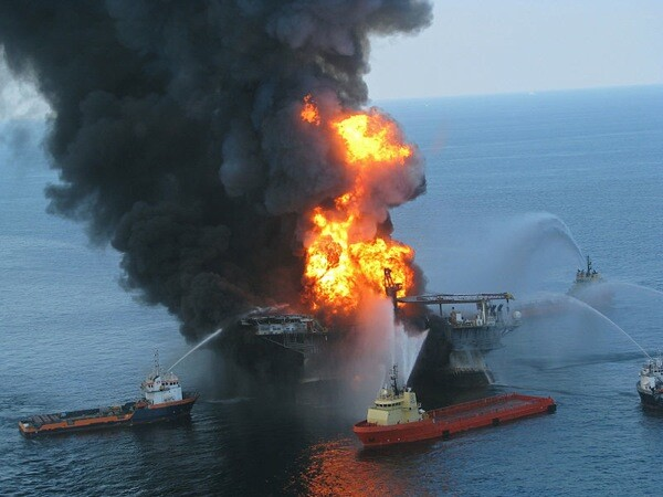 Platform supply vessels battle the blazing remnants of the off shore oil rig Deepwater Horizon on April 20, 2010 | Photo:  United States Coast Guard
