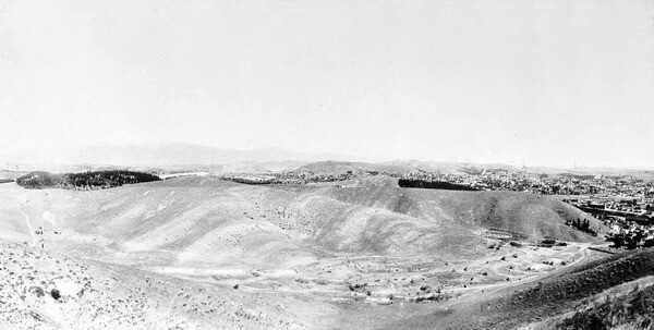 The view looking north from Mount Lookout in 1898. In the foreground is Cemetery Ravine -- now entombed beneath Dodger Stadium's parking lot. Courtesy of the USC Libraries - California Historical Society Collection.