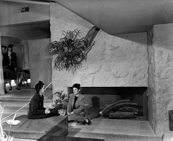 Interior of the ''Pace Setter House'' built by Home Beautiful Magazine | Courtesy of the Los Angeles Public Library