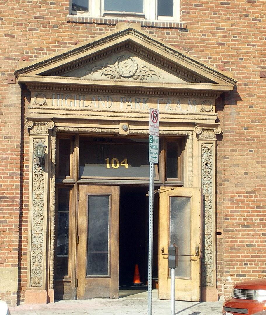 Highland Park Masonic Center entrance facing Avenue 56. | Wikimedia Commons/ Los Angeles / CC BY-SA