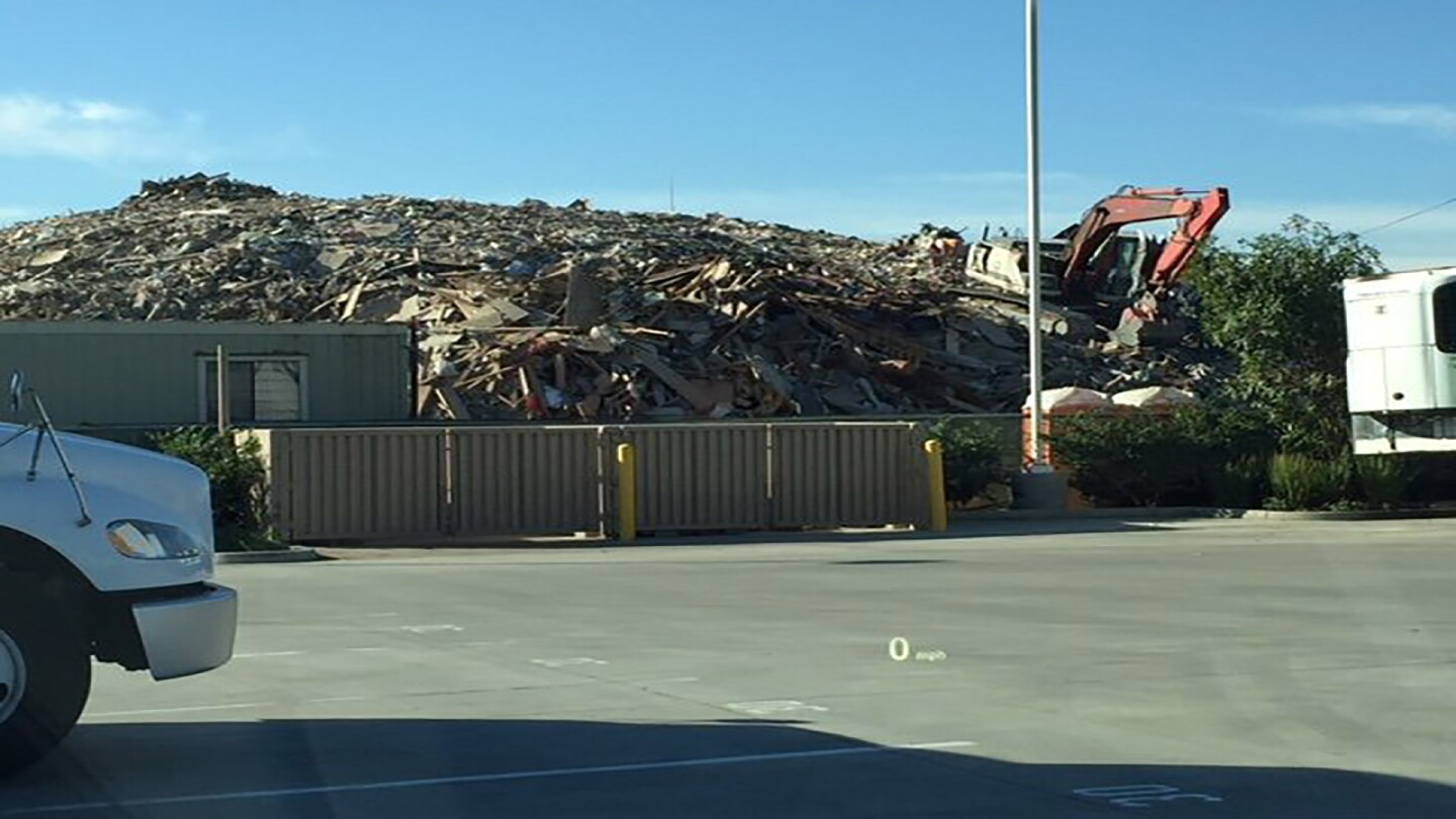 Boyle Heights Trash Facility, Clean Up America