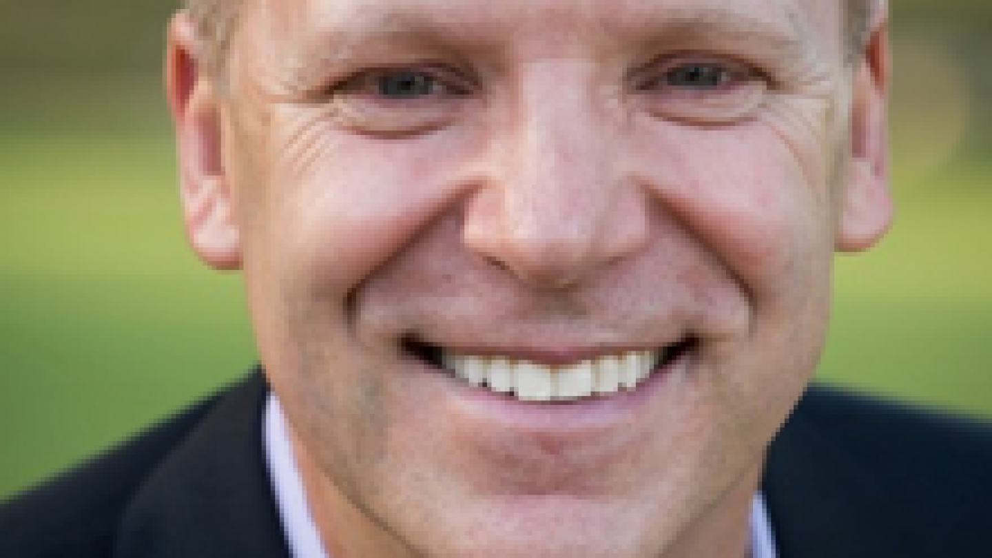 Andrew Russell headshot.png