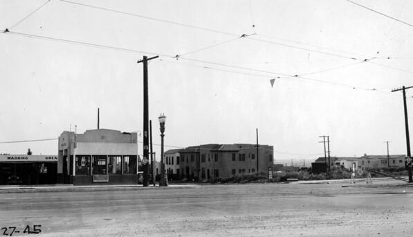 Intersection of Santa Monica, Croft, and Holloway in 1927. Courtesy of the Automobile Club of Southern California Collection.