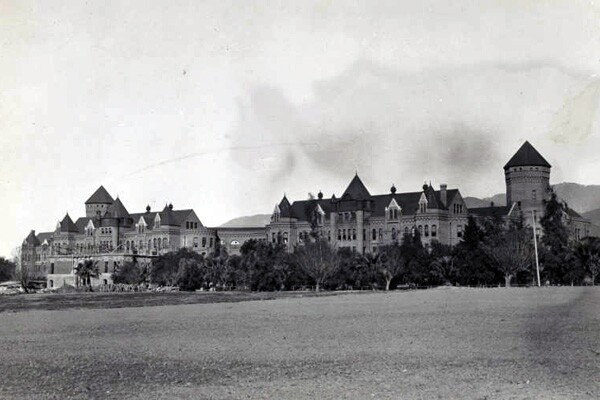 Exterior_view_of_the_State_Hospital_600