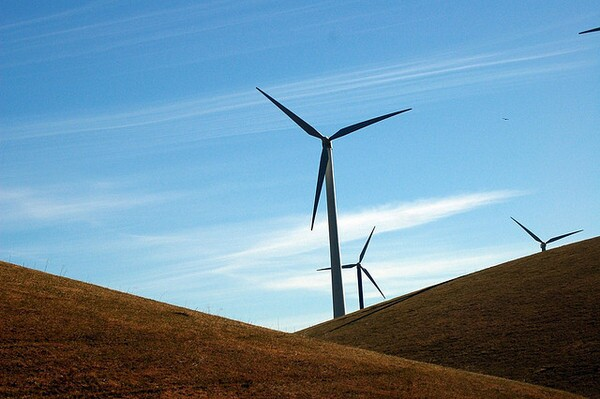 Altamont-wind-turbine-8-24-12-thumb-600x399-34886