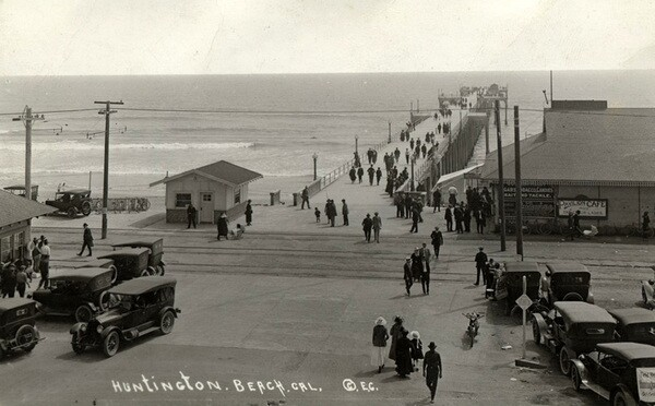 Pacific Electric tracks at the Huntington Beach pier, circa 1920. Courtesy of the California State Library.