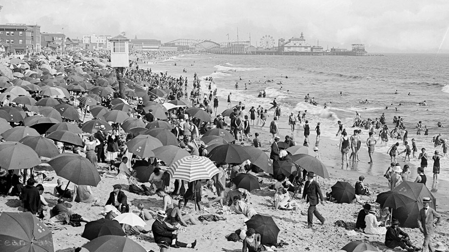 Ocean Park Beach in Santa Monica crowded with bathers, ca.1910 | USC Digital Library; From the California Historical Society Collection at the University of Southern California