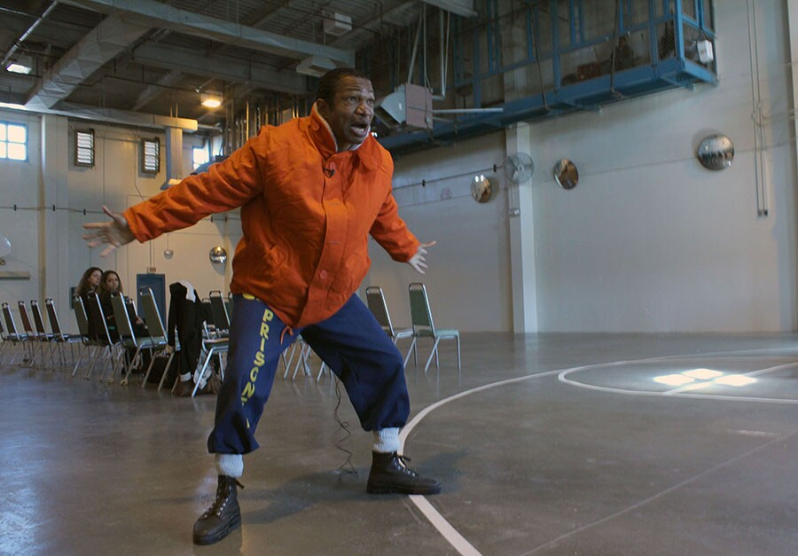 LAC prisoner performs