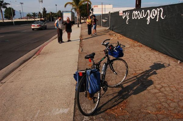 'Ay Corazon' catches people's attention before entering the freeway   Photo by Ernesto Chaves/SEMAP