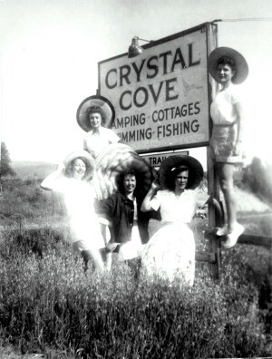 Roadside sign to Crystal Cove
