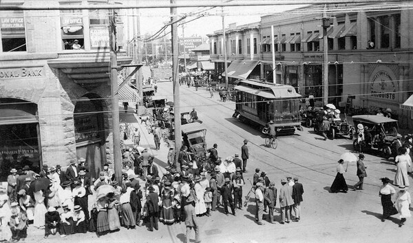 A Pacific Electric trolley at Fourth and Main in downtown Santa Ana in 1910. Courtesy of the Orange County Archives.