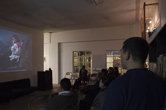 "The most recent session of ""Tardes de Fotografia"" featured the work of photojournalist Guillermo Arias."