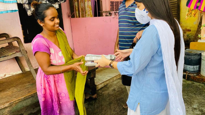 Aqsa Mushtaque (R) distributes sanitary pads in the slums of Kolkata, India on June 10, 2020. | Photo credit: Aqsa Mushtaque