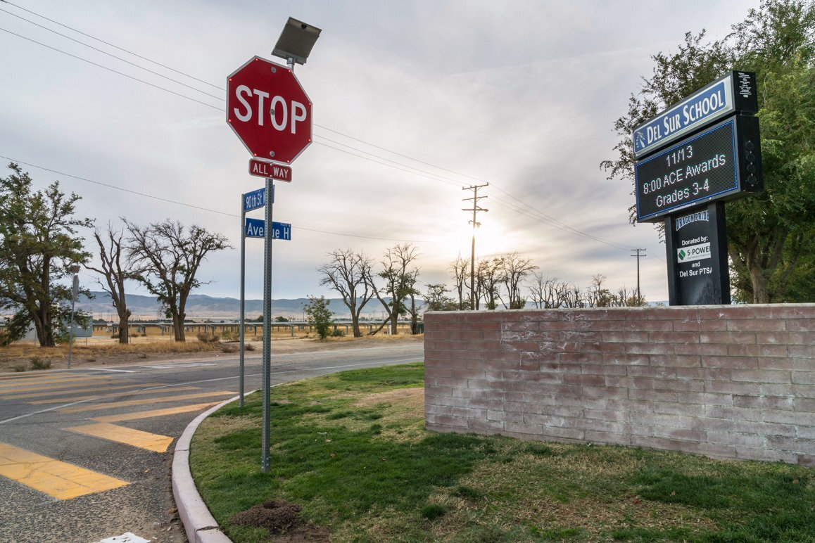 A solar farm sited directly across from the Del Sur Elementary School at 90th Street West and Avenue H in Lancaster, CA. | Kim Stringfellow © 2017