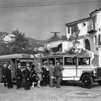 After the Golden Age: Boarding jitnesy for a real estate development tour of Hollywoodland, 1928. Photo courtesy Los Angeles Public Library