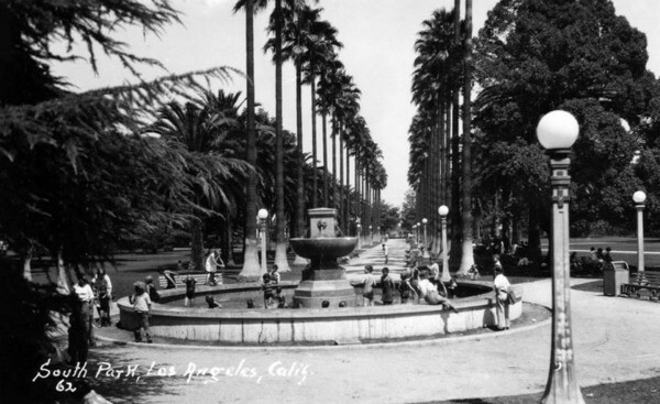 South Park's fountain and palm walk, circa 1962. Courtesy of the Photo Collection - Los Angeles Public Library.