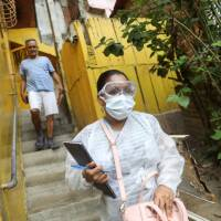 A doctor conducts interviews in the low-income neighborhood of Las Mayas as cases of coronavirus rise in Caracas, Venezuela, July 14, 2020. Picture taken July 14, 2020. | REUTERS/Manaure Quintero