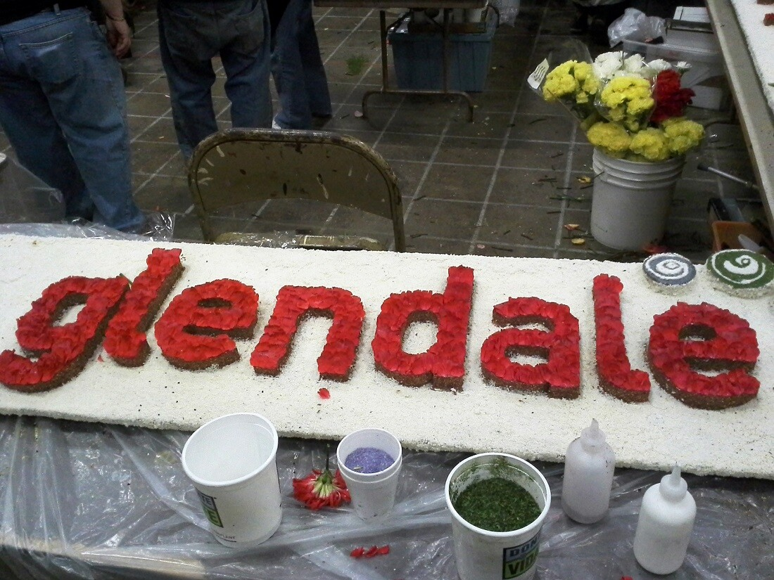 Build or decorate a Rose Parade float (2)