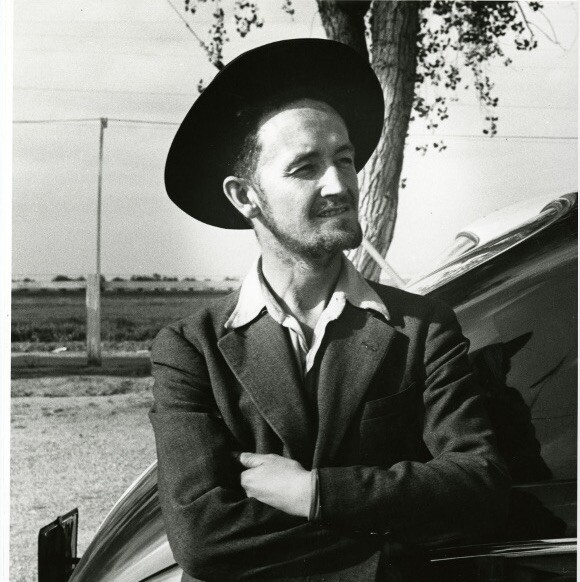 Woody_Guthrie_in_hat_cropped.JPG