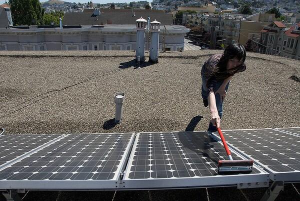 washing-solar-panels-5-6-14-thumb-600x401-73513