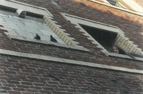 untitled-woman-pigeons-thumb-600x394-67670