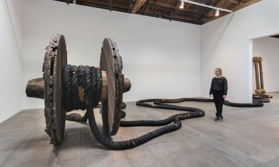 magdalena_abakanowicz_wheel_with_rope_1973.jpg