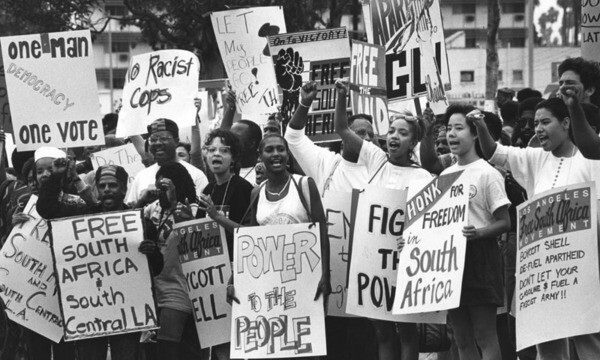 On Oct. 15, 1989 the Los Angeles Free South Africa Movement marched from Jackie Robinson stadium to Leimert Park,  calling for a boycott on companies doing business with South Africa. Image: Dean Musgrove, courtesy of Los Angeles Public Library