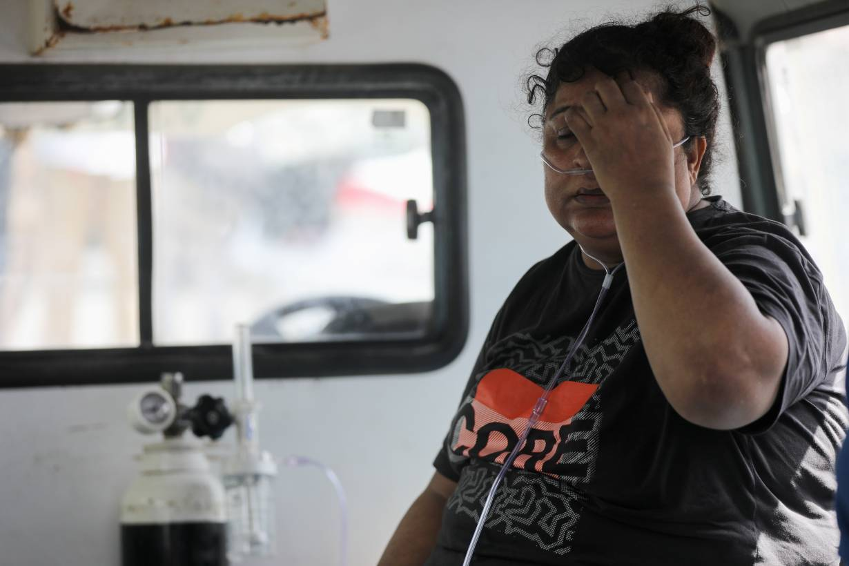 A patient suffering from the coronavirus disease (COVID-19) receives oxygen inside an ambulance after she was evacuated from the Vijay Vallabh hospital, which caught fire in Virar, on the outskirts of Mumbai, India, April 23, 2021.