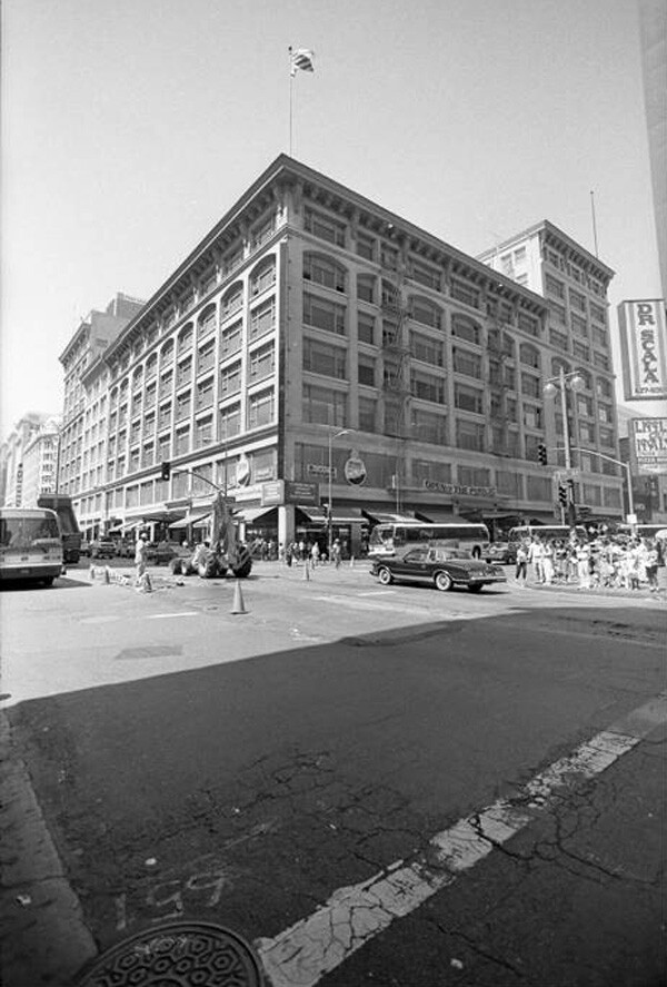 Former Bullock's department store at Seventh and Broadway in 1986. Courtesy of the Los Angeles Times Photographic Archive, Young Research Library, UCLA. Used under a Creative Commons license.