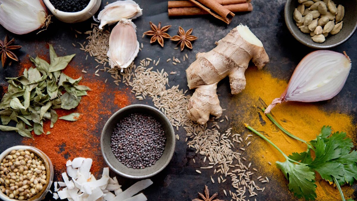 Several spices commonly used in Indian cooking including cinnamon, turmeric and ginger. | Flickr/Thigala shri/Creative Commons/Public Domain