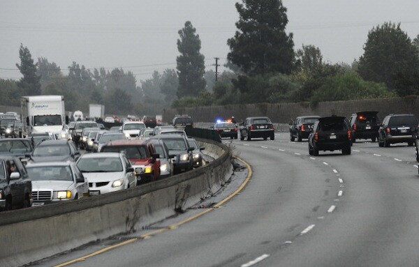US President Barack Obama's motorcade encounters Los Angeles traffic on its way to the NBC Studios in Burbank on October 25, 2011. | Photo: JEWEL SAMAD/AFP/Getty Images