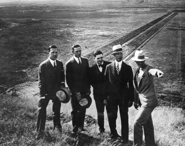 Harry H. Culver (left) on Baldwin Hill vantage point, surveys future site of Culver City with financial backers and real estate cronies | Security Pacific National Bank Collection, courtesy of the Los Angeles Public Library