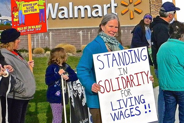 A Walmart workers strike on Thanksgiving 2014 in Medford, OR