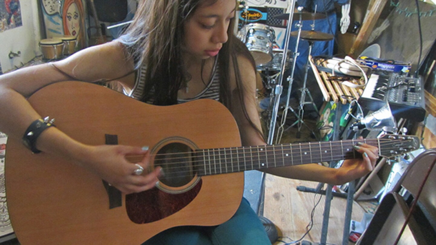 Chloé on Guitar