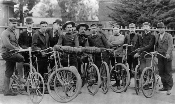 Clubs like the Los Angeles Wheelmen, shown here, joined the good roads movement in lobbying for cycle paths. Courtesy of the Photo Collection - Los Angeles Public Library.