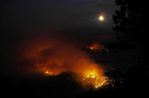 The Aspen Fire at night.