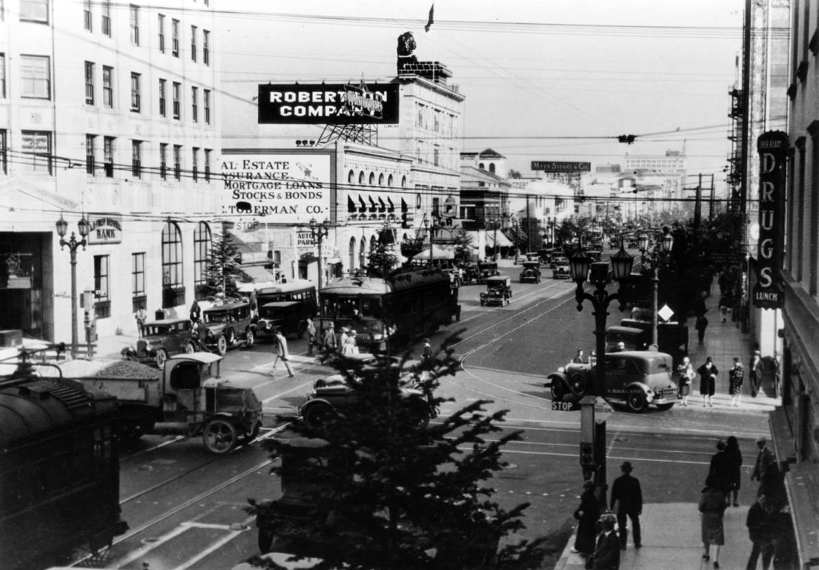 Daytime view of the fir trees along Santa Claus Lane in 1928. Courtesy of the California Historical Society Collection, USC Libraries.