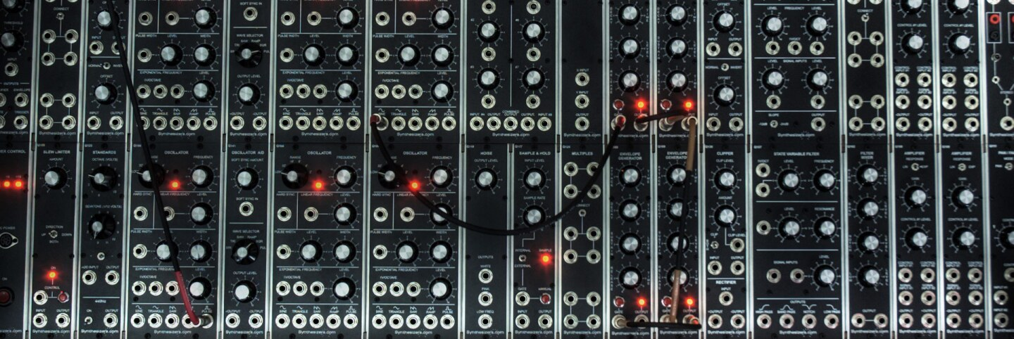 HDR front shot of a Modular Synthesizer. | Wikimedia Commons/Maschinenraum from Flickr/(CC BY-SA 2.0)