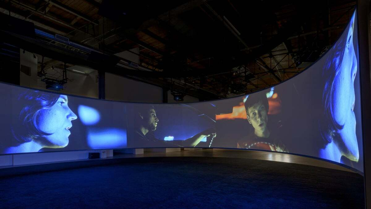 Installation view of Doug Aitken: Electric Earth, September 10, 2016–January 15, 2017 at The Geffen Contemporary at MOCA, courtesy of The Museum of Contemporary Art, Los Angeles | Joshua White SONG 1, 2012/2015 Aitken AB s9