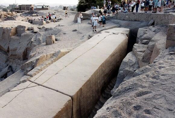 Unfinished obelisk | Photo: Wikipedia Commons